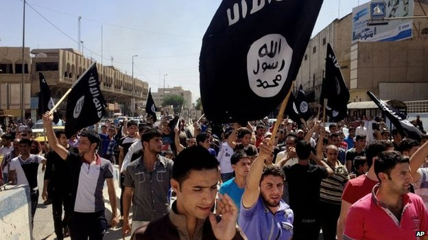 Supporters of Islamic State at a rally in Mosul (16 June 2014)