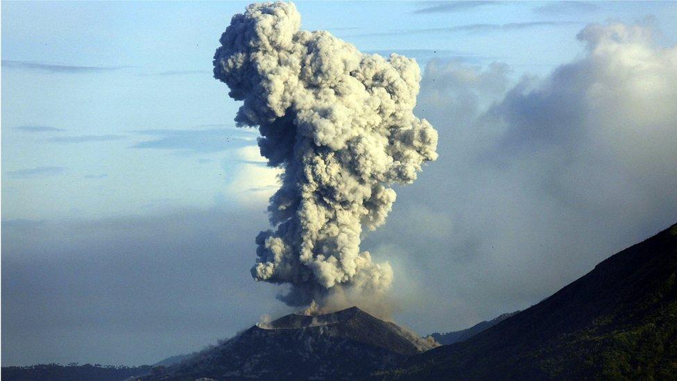 PNG's Mount Tavurvur erupts