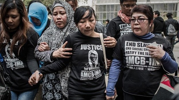 Indonesian former maid Erwiana Sulistyaningsih (C) leaves the court of justice in Hong Kong on February 10, 2015 after her employer was convicted of beating and starving the Indonesian maid