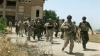 Iraqi soldiers take positions in Mosul, 9 June 2014