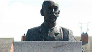 Memorial to William McCrum in Milford
