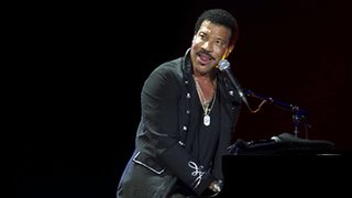 BBC News - Lionel Richie wants a roof for Glastonbury