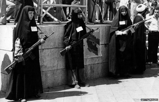 Women revolutionaries with guns
