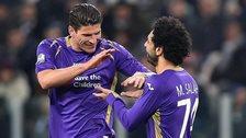 Mario Gomez congratulates Mohamed Salah