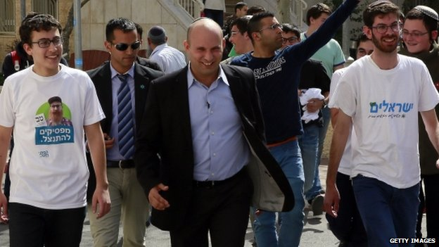 Israeli Economy Minister and head of the Jewish Home party Naftali Bennett (C)