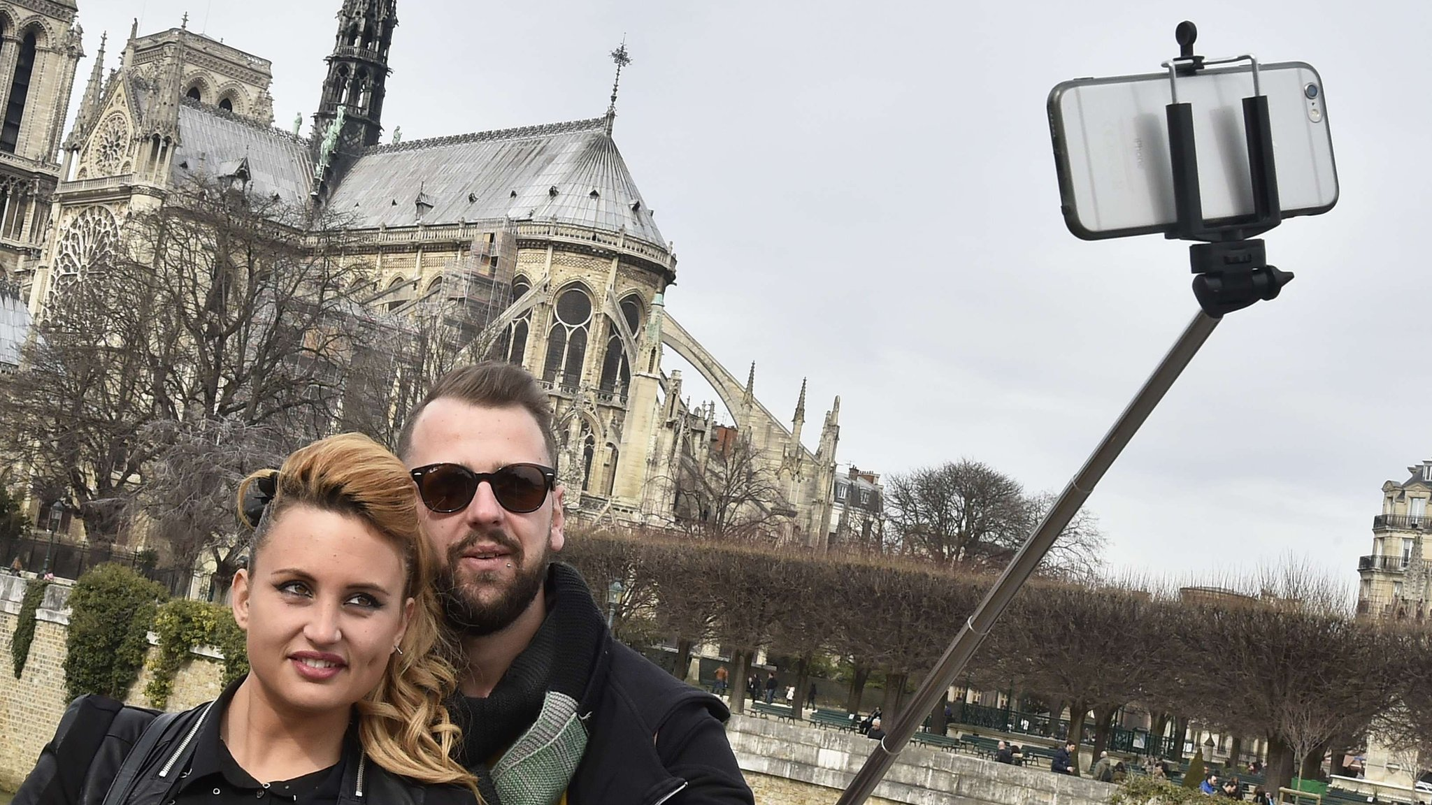 should selfie sticks be banned from As people are taking dangerous risks for selfies, amusements parks, museums and others are banning selfie sticks.