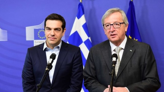 Jean-Claude Juncker (r) and Alexis Tsipras
