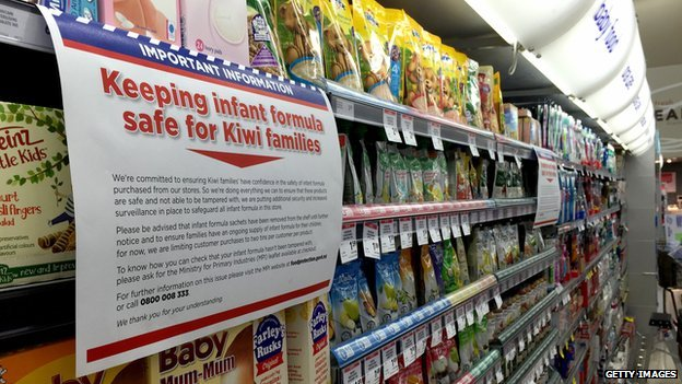 An information notice about the baby formula scare on a supermarket shelf
