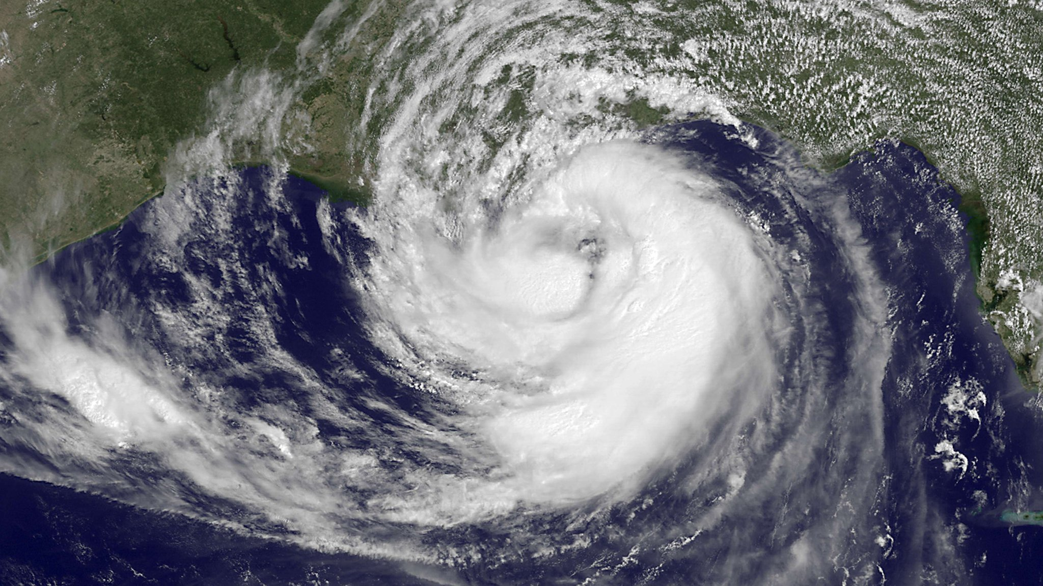what's the difference between hurricanes, cyclones and typhoons