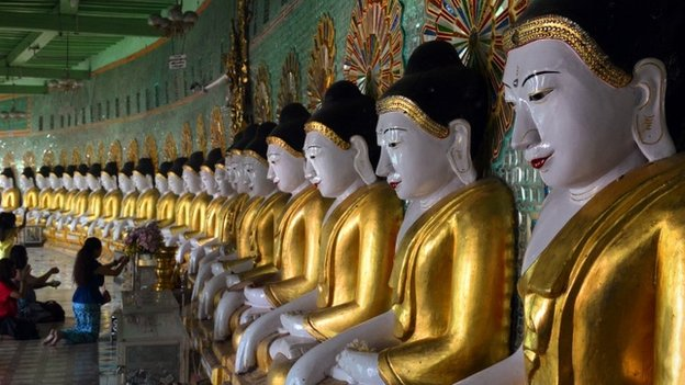 A line of Buddhas at the U Min Thonze cave in Sagaing, near Mandalay (December 2014)