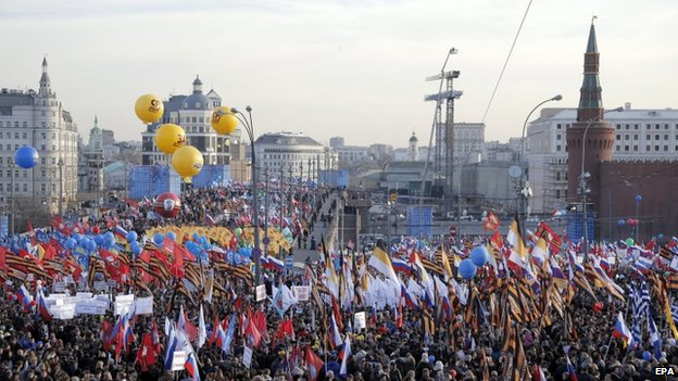 Thousands of people celebrate the anniversary of Crimea's annexation