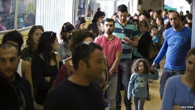 Israeli voters wait in line at a polling station in Tel Aviv 17 March 2015
