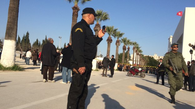 Security forces outside Bardo museum