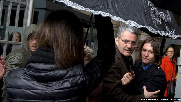 Raffaele Sollecito (right) arrives at court