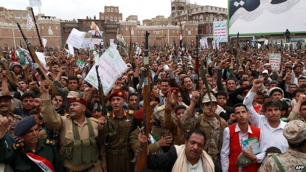 Members of the Yemeni security forces and tribal gunmen loyal to the Houthi movement protest against Saudi-led coalition air strikes in Sanaa (26 March 2015)