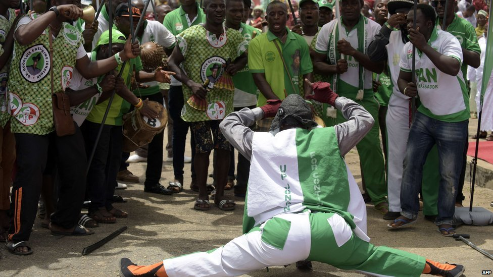 A comedian dances on 24 March 2015 during a rally to mobilize support for the re-election of Nigerian President Goodluck Jonathan and candidate of the ruling Peoples Democratic Party (PDP) in Akure, Ondo State in south-western Nigeria