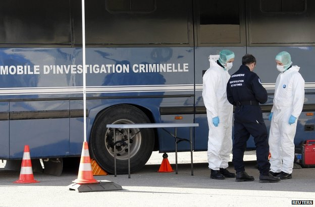 French police beside a Gendarmerie mobile forensic van in Seynes-les-Alpes, 27 March