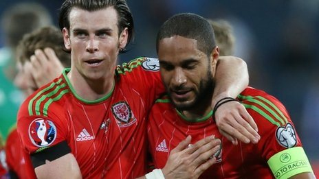 Gareth Bale (L) and Wales captain Ashley Williams (R)
