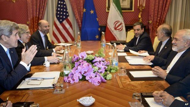 US Secretary of State John Kerry (left) and Iranian Foreign Minister Javad Zarif (right) at a meeting in Lausanne, Switzerland, 29 March 2015