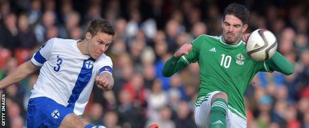 Niklas Moisander attempts to clear the danger as Kyle Lafferty prepares to pounce