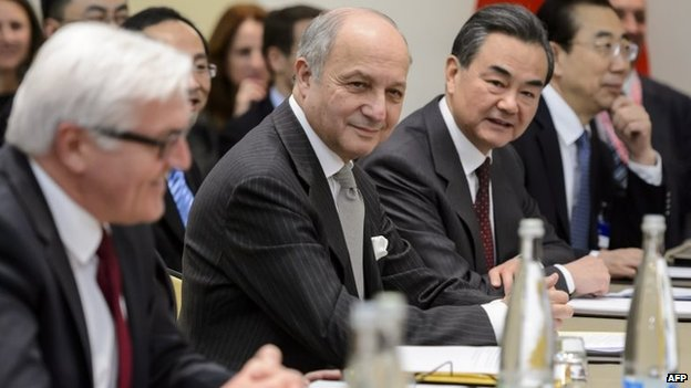 (L to R) German Foreign Minister Frank-Walter Steinmeier, French Foreign Minister Laurent Fabius and Chinese Foreign Minister Wang Yi attend a meeting in Lausanne, 29 March 2015