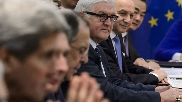 Germany's Frank-Walter Steinmeier (centre) at the nuclear talks in Lausanne, Switzerland (30 March 2015)