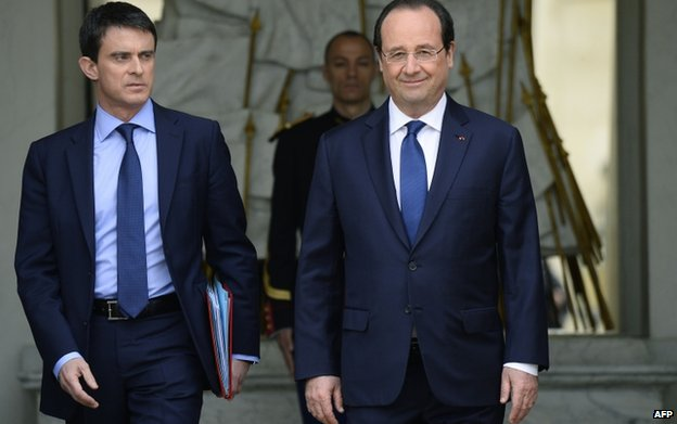 PM Manuel Valls (L) and President Francois Hollande (file pic)