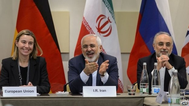 EU foreign policy chief Federica Mogherini, Iranian Foreign Minister Mohammad Javad Zarif and the head of the Atomic Energy Organisation of Iran Ali Akbar Salehi at the nuclear talks in Lausanne (30 March 2015)