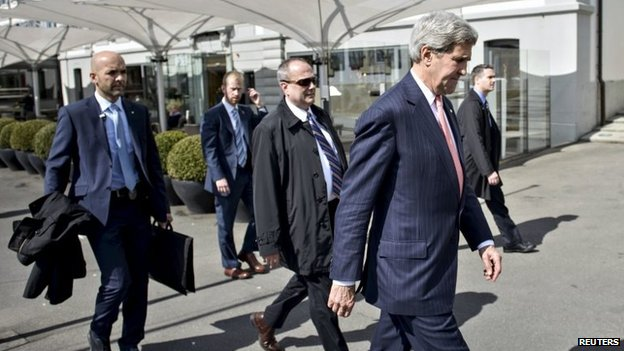 US Secretary of State John Kerry walks walks to the Beau-Rivage Palace hotel in Lausanne, Switzerland (30 March 2015)