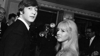 BBC News - John Lennon's first wife Cynthia dies from cancer