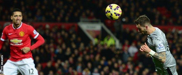 Danny Ings scores for Burnley against Man Utd