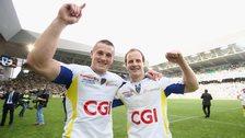 Jonathan Davies celebrates with Clermont Auvergne team-mate Nick Abendanon