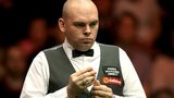 Stuart Bingham chalks up