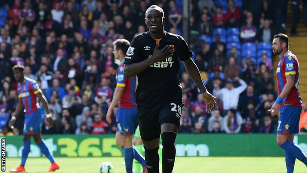 Hull City forward Dame N'Doye celebrates scoring against Crystal Paalce