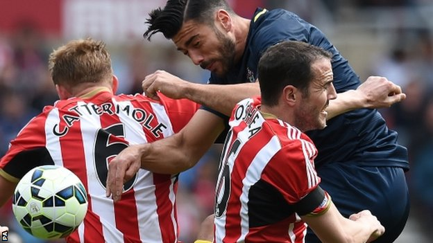 Graziano Pelle tussles with Sunderland's John O'Shea and Lee Cattermole