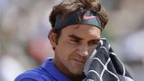 Roger Federer wipes his face