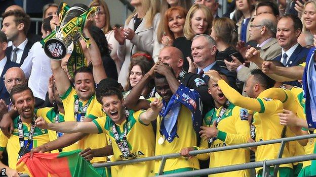 Norwich City lift trophy