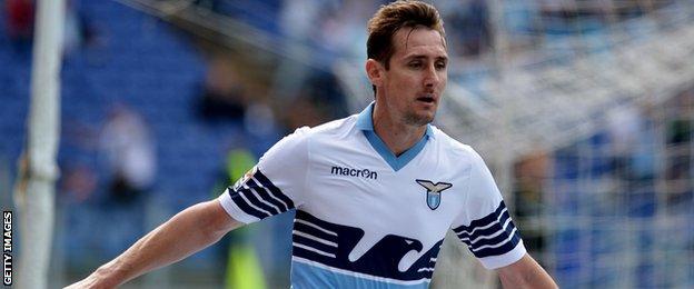 BBC Sport - Luca Toni: Hellas Verona striker shares Serie ...