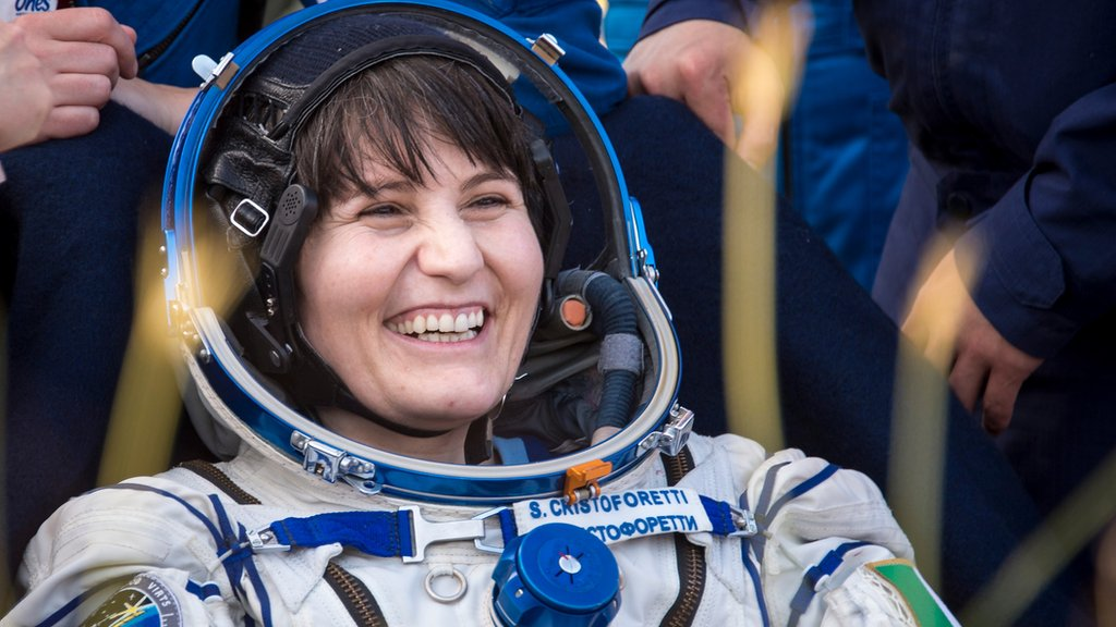 Samantha Cristoforetti: Six things to do when bored in space - CBBC Newsround