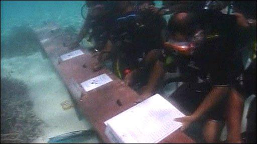 Maldives leader in climate change stunt