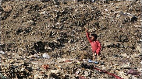Child on rubbish heap in Mumbai