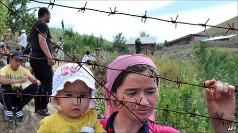 Ethnic Uzbeks on the Kyrgyz border