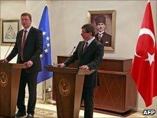 Turkey's Foreign Minister Ahmet Davutoglu (right) and EU Enlargement Commissioner Stefan Fule in Ankara, 15 Mar 10