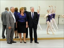 Fiona Hyslop, Andrew Dixon and Sir Sandy Crombie with RSAMD ballet dancers