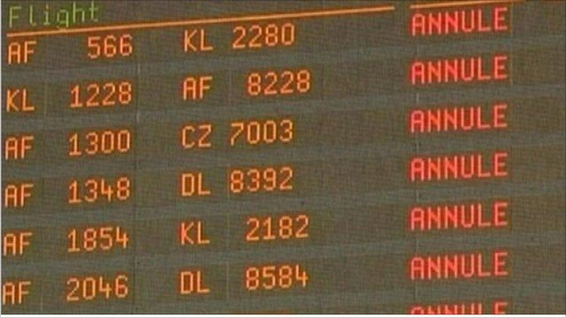 French airport departure board
