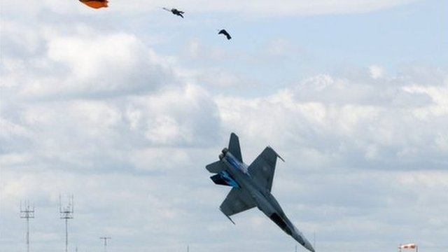 Chinese fighter jet crashes at air show - BBC News