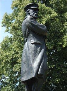 Statue of Captain Smith in Lichfield