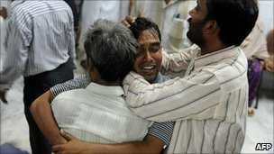 Grieving Pakistanis