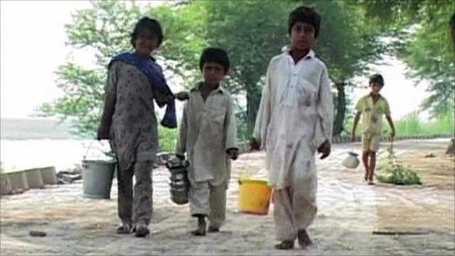 Children search for clean water in Pakistan