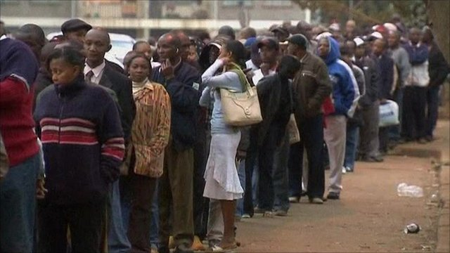A long queue of voters